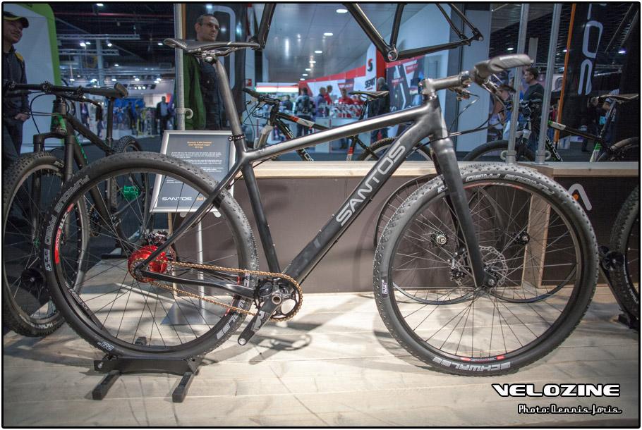 ... en starre vork, maar een niet typische-Santos-weightweenie-insteek: www.velozine.nl/2012/10/16/bikemotion-2012-de-crisis-heeft-ook...