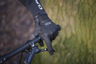 Gedragen: Gore C5 Infinium handschoenen - Winddichte warmhouders