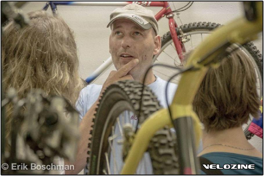 Jeroen van Roekel die peinzend kijkt. Eindfoto voor loterijartikel mtbmuseum.