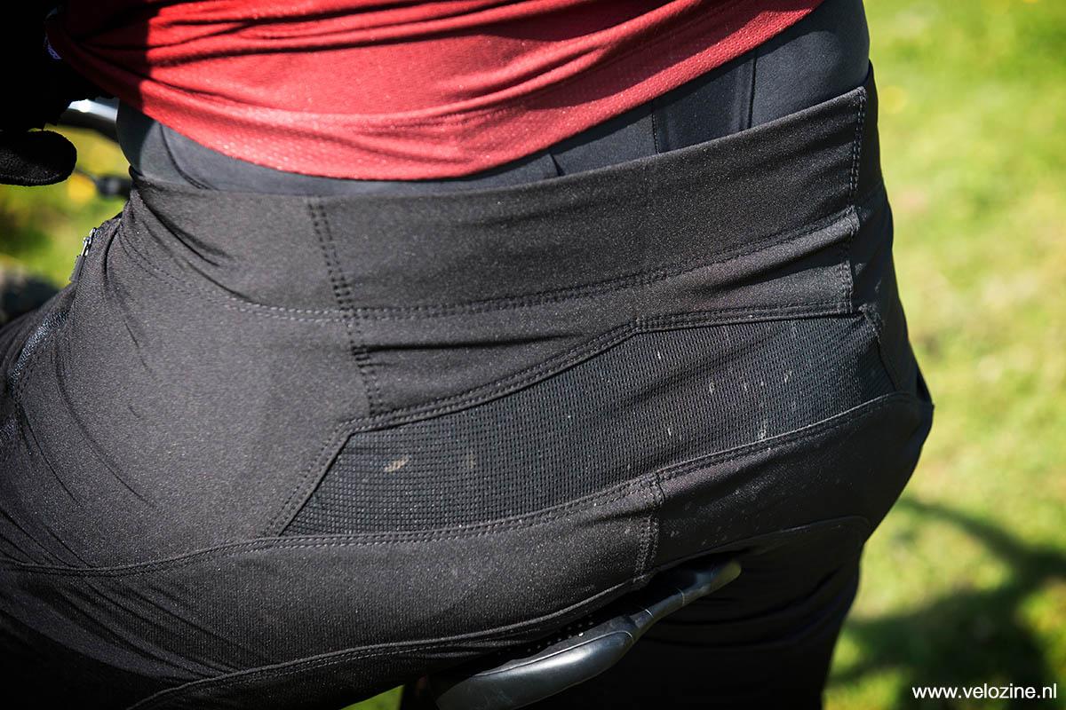 Mesh stof in het achterpand voor extra luchtigheid
