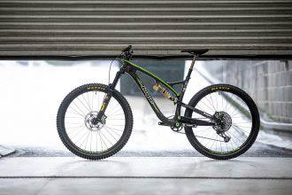 Hope HB 130 krijgt Boost, ongelijke wielen en dikke Factory Build