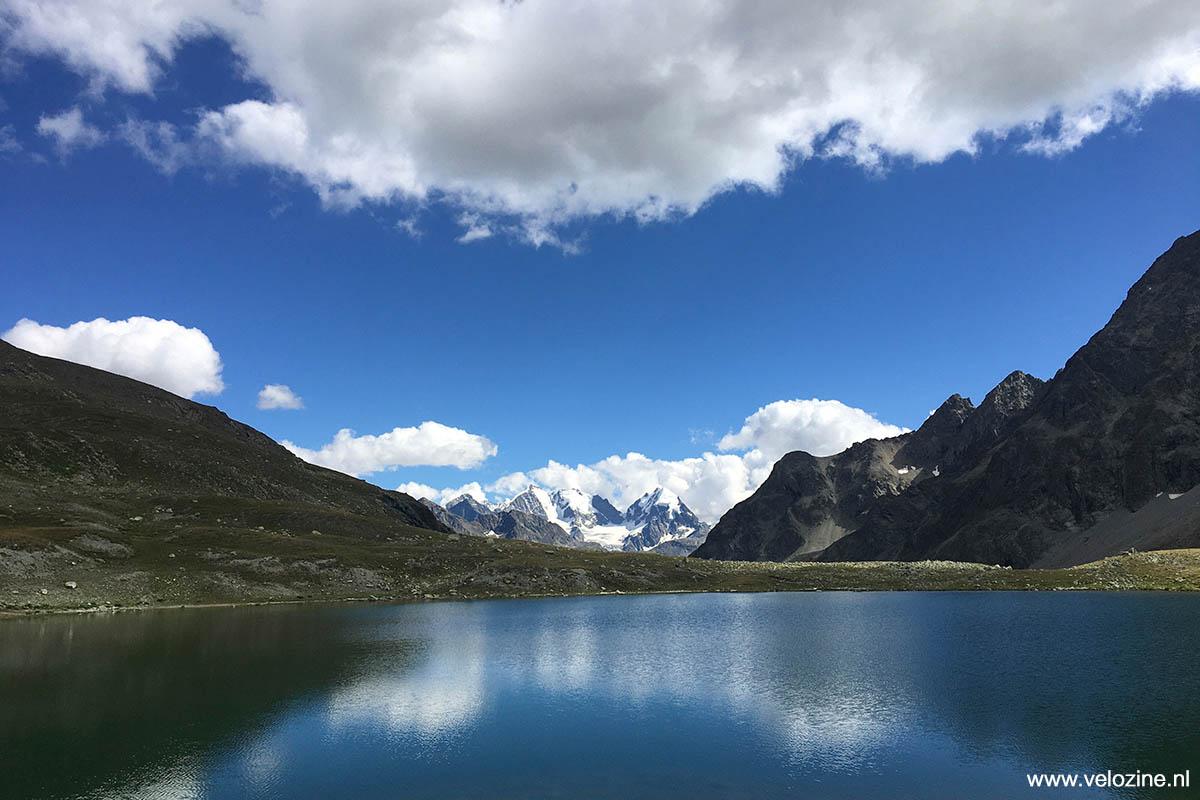Vanaf Lej Suvretta, het Suvrettameer, heb je uitzicht op de Berninagletsjer.