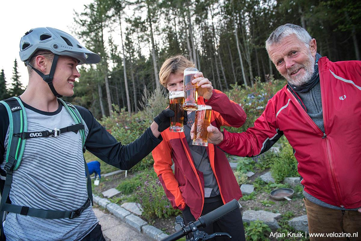 Erik, Sebstiaan en Lutz. Meestal eindigt een tripje met bier, maar in Saksen zijn we ermee begonnen.