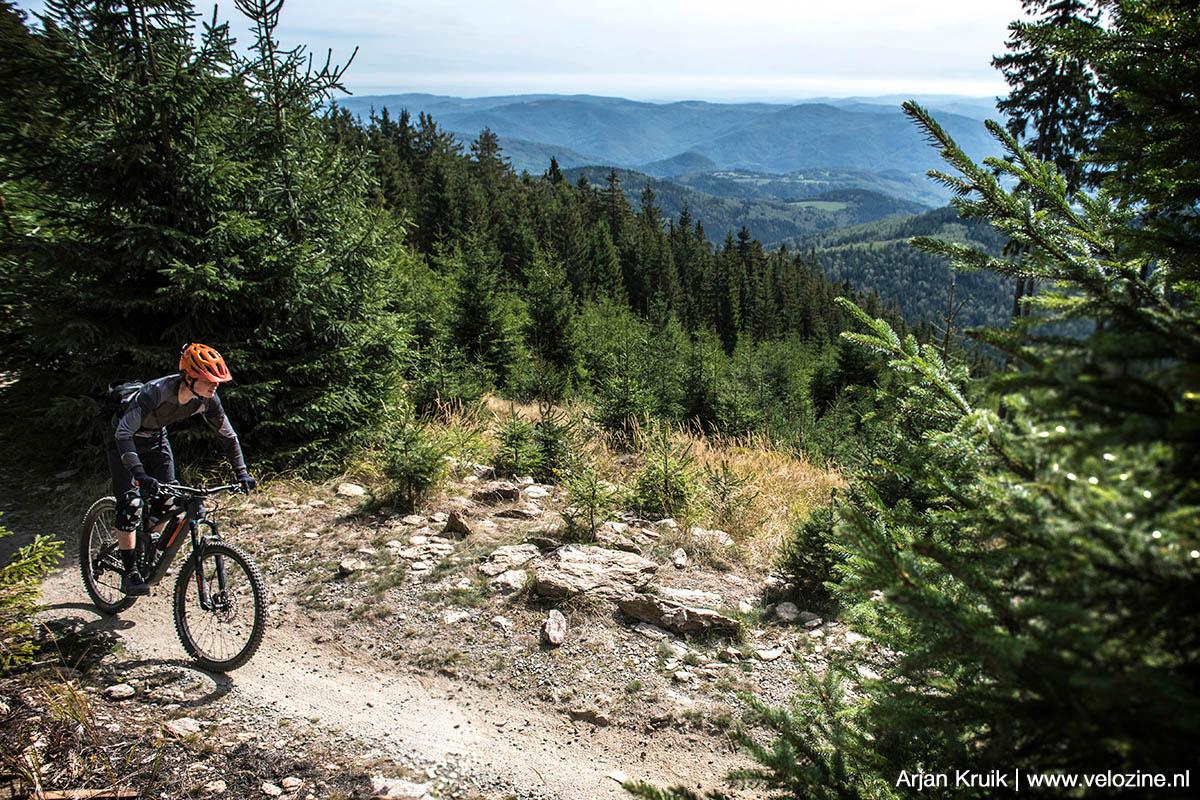 De Klínovec is de hoogste berg van het Ertsgebergte. Dit is de makkelijke Azur-trail.