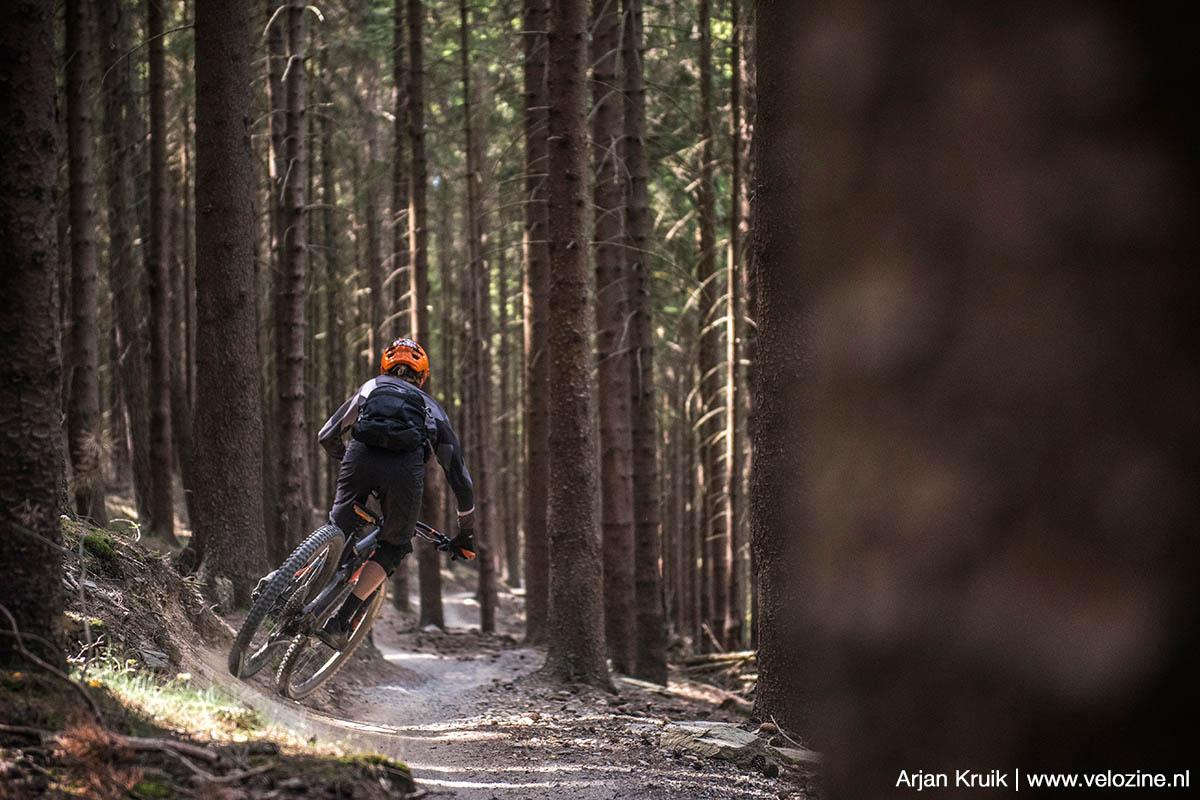 Trailpark Klínovec. Met een speelse trailbike is de snelle Rubin-trail het leukst.