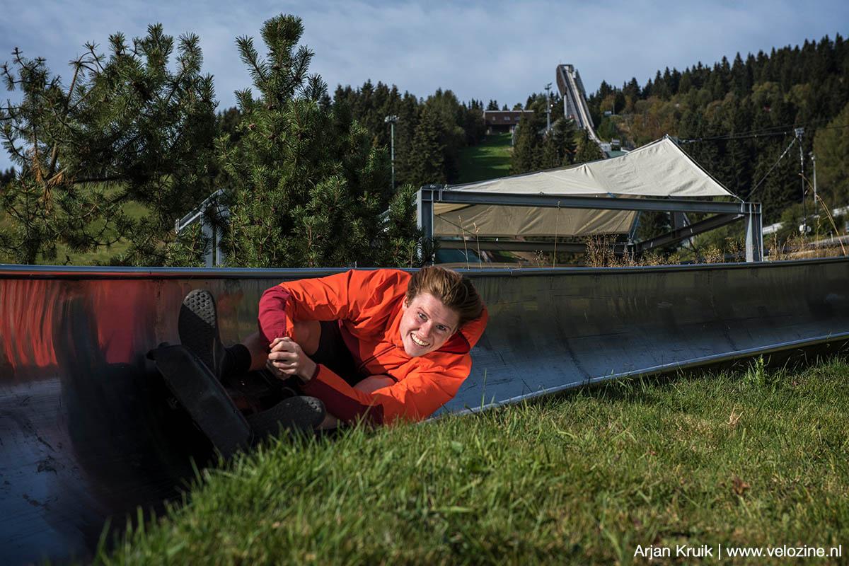 Scheuren door de rodelbaan van Oberwiesenthal. Lutz was natuurlijk de snelste. Wat wil je: het is zijn eigen baan!