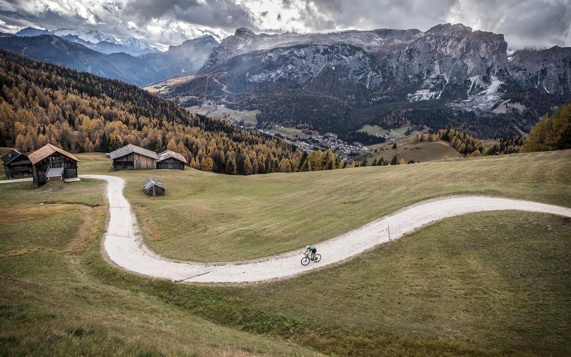 Gravelbiken in de Alpen. Specifieke hotels weten de lokale gravelroutes