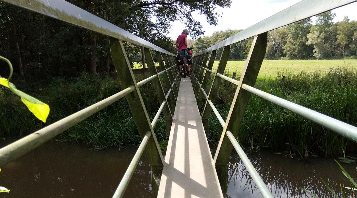 Loopbrug over de Beerze